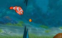 És um peixe inteligente, que entra numa competição com outros peixes para apanhar tantas moedas quanto possível. Há muitas mais criaturas a nadar, evita colisões e apanha os pimentos vermelhos para alguma velocidade extra!