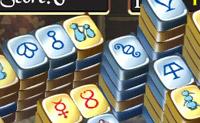 Esta é uma variante divertida do popular jogo  Mahjong! Podes retirar as partes laterais do  puzzle com o mesmo cartão (apenas esquerda e direita). Tens de tentar retirar todas as peças do puzzle.
