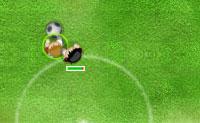 Escolhe a tua equipa e ganha a Liga dos Campeões! Controlas o jogador que tem um círculo verde à sua volta. Quando o guarda-redes tem a bola nas mãos, não podes controlar o teu jogador. Cuidado com a 'barra da fadiga': quando fica vermelha, o teu jogador não tem energia suficiente para atirar ou para passar. Quanto mais longe chegares na competição, mais difícil será bater os teus oponentes. Se ganhares a Liga, ganhas 275 pontos de bónus!