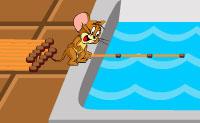 O Jerry está com fome, ele gostaria do pedaço de queijo que vê do outro lado do balcão. Ajuda o Jerry alcançar o queijo de forma segura, sem que o Tom o apanhe! Vai precisar de realizar algumas pequenas tarefas (os ícones na parte superior da janela). Fica de olho na posição do Tom: podes vê-lo no mapa do teu canto superior direito. Assim que o Tom veja o Jerry, o jogo acabou!