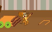 O Jerry está com fome e gostaria de ter aquele pedaço de queijo no outro lado da mesa. Ajuda o Jerry a alcançar o queijo de forma segura, sem que o Tom o apanhe! Vais precisar de realizar algumas pequenas tarefas (os ícones na parte superior da janela), na pequena janela que irá aparecer. Fica de olho na posição do Tom: podes vê-lo no mapa no teu canto superior direito. Assim que o Tom veja o Jerry o jogo acabou!
