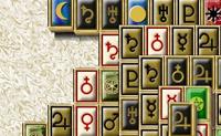 Clique em 2 peças iguais para as remover do tabuleiro de jogo.