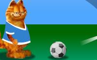 Garfield vai dar a volta ao mundo a jogar futebol e, para isso, ele vai precisar da tua ajuda, e da ajuda dos futebolistas de vários países!