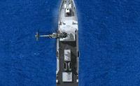 Protege o teu navio contra os submarinos inimigos! Fazes isto a partir do teu helicóptero afundando os submarinos com torpedos. Depois tens de recolher a tripulação e podes partir. Também há navios e helicópteros inimigos que atiram contra ti, por isso, tem cuidado!