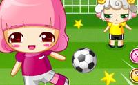 Tenta meter a bola na baliza adversária, andando em direcção à bola no momento exacto e clicando quando atinges a bola, para chutares.